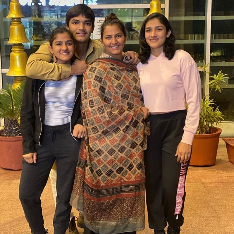 Ritu Phogat Sisters & Brother