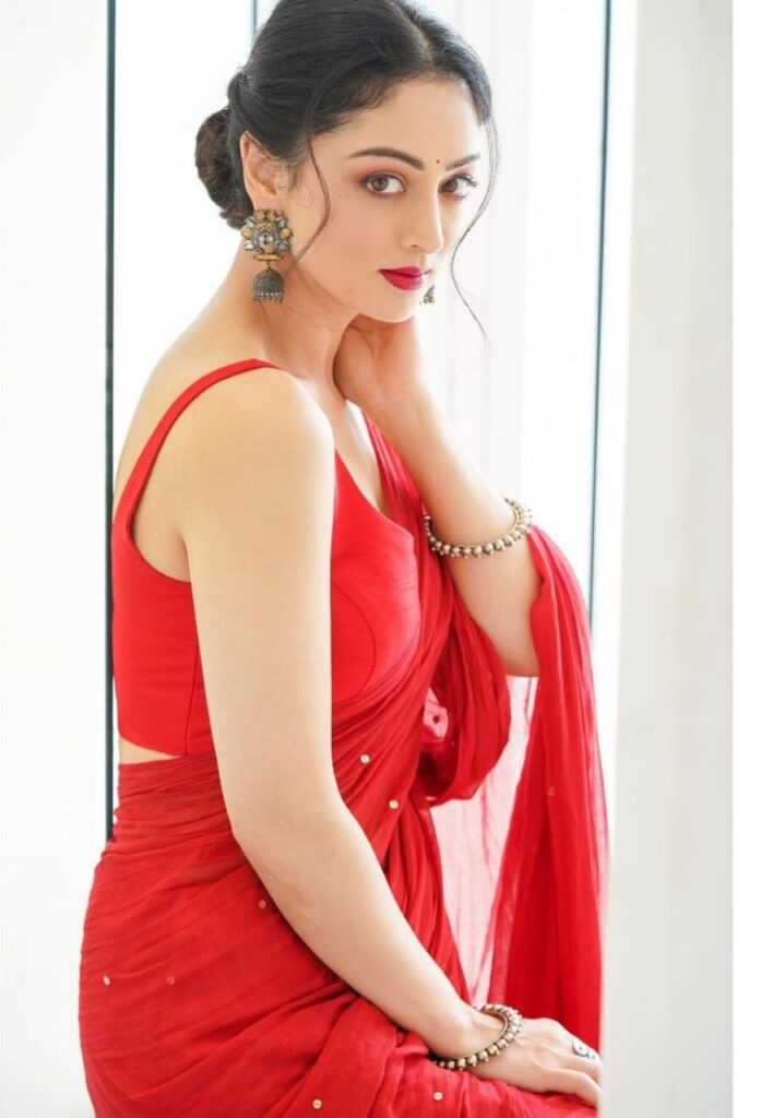 Sandeepa Dhar Age, Wiki, Height, Family, Education, Boyfriend & More